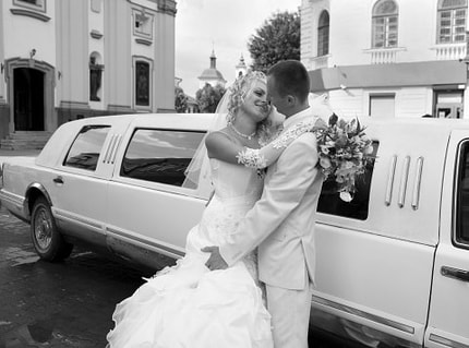 Sretch wedding limousine